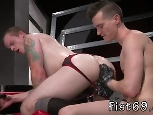 Download video gay kiss gratis Tongues turn into fists when Axel slips